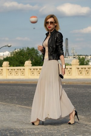 nude maxi River Island skirt - black leather Bebe jacket - beige Aldo bag
