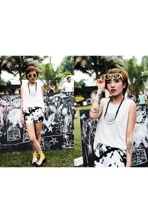 EMODA necklace - Zara shorts - sunglasses - sandals - Zara top