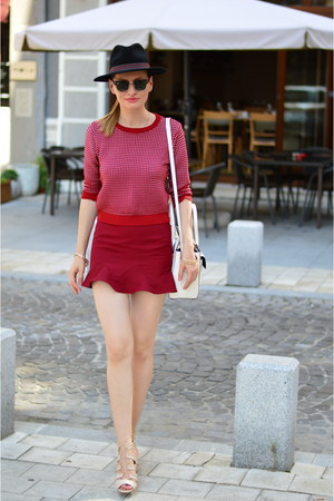 Ray Ban sunglasses - Zara skirt