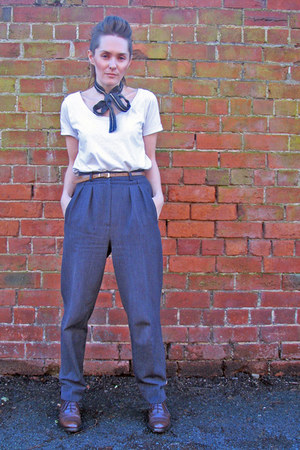 grey pleated vintage pants - brogues thrifted shoes - Mongel t-shirt