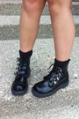 Black-tuk-boots-black-olivia-harris-bag-dark-gray-faded-glory-shorts