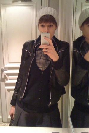 Zara coat - best mountain shirt - Comptoir des Cotonniers skirt - best mountain