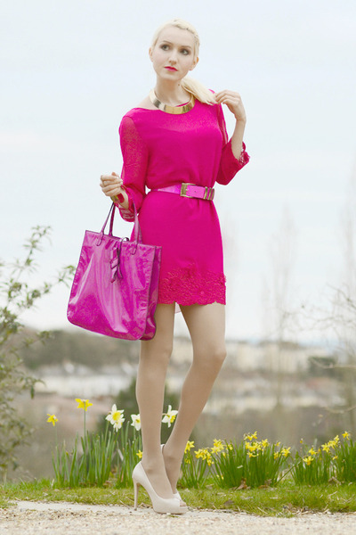 beige-guess-shoes-hot-pink-valentino-bag-hot-pink-versace-for-h-m-belt