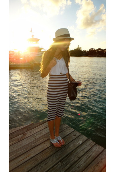 Urban Outfitters skirt - creme Forever 21 hat - white tank top Forever 21 shirt