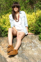 pink Vintage Wood necklace - blue Gap Chambray shirt - white madewell top - beig