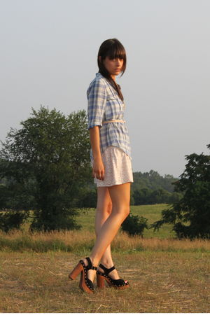 blue madewell shirt - pink Jcrew belt - beige modcloth shorts - black Jeffrey Ca