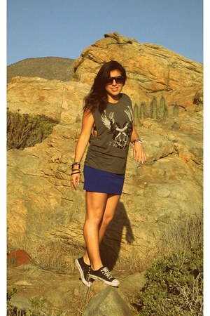 blue Opposite skirt - gray Zara t-shirt - black Kangaroos sneakers