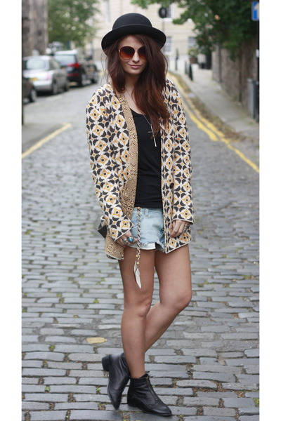 Topshop boots - Insight shorts - Le Mont St Michel cardigan