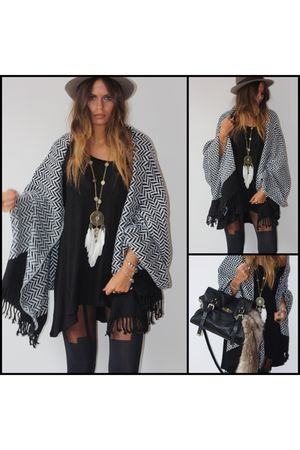 H &M scarf - Forever 21 necklace - Mulberry bag