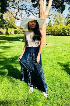 white glitter tommy bahama hat - navy Earthbound Trading Company skirt