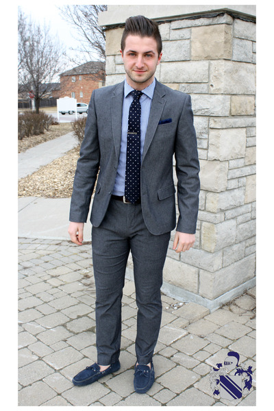 Men's Charcoal Gray Le Chateau Suits, Black Calvin Klein Shoes