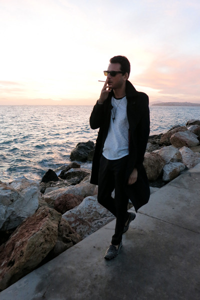 Lito Karakostanoglou necklace - antony morato coat - Ray Ban sunglasses