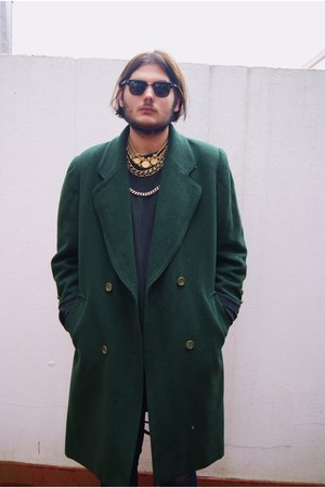 forest green vintage coat - black clubmaster Ray Ban sunglasses - gold vintage n