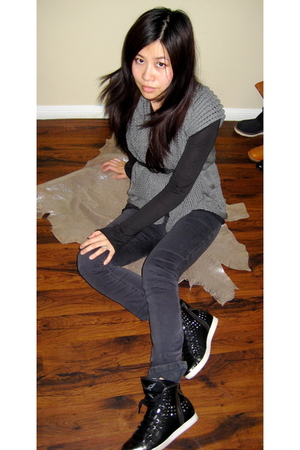 gray Zara vest - black ronbins jean jeans - black robins jean footwear shoes