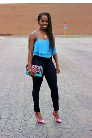 blue cropped top - navy high-waisted jeans - turquoise blue printed purse
