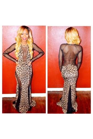 Bossy nob dress