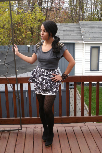 Gray Top Black Shoes Stockings White Skirt Bracelet