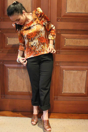 carrot orange Gaudi shirt - tawny Charles & Keith heels - black pants - light or
