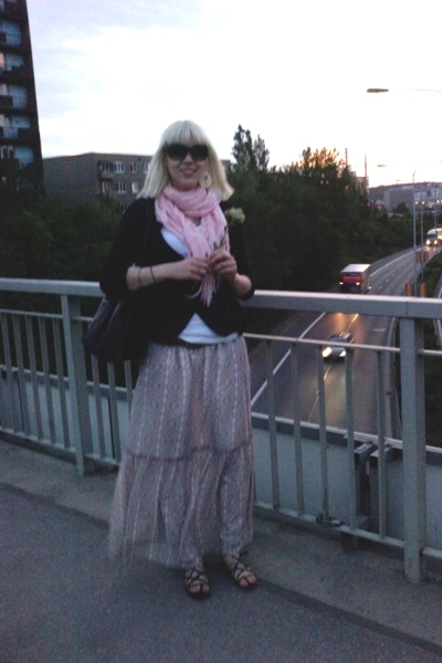 Zara dress - Stradivarius t-shirt - Stradivarius vest - Mango scarf - H&M sweate