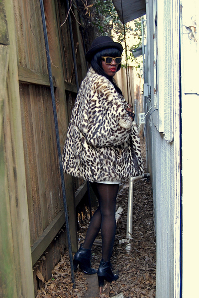black thrifted coat - black Nine West boots - gold Buffalo Exchange glasses - bl