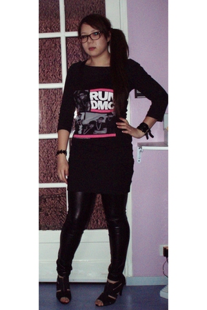 black H&M t-shirt - H&M skirt - La Redoute leggings - New Look UK shoes