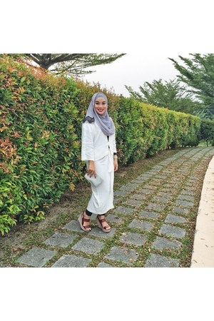 white Uniqlo dress - black basic leggings - heather gray scarf