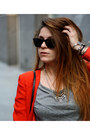 Black-zara-bag-red-jennifer-lopez-blazer-gray-gap-t-shirt