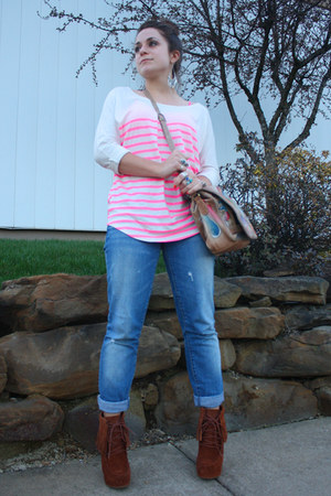 light brown vintage purse - tawny Steve Madden boots - hot pink Gap t-shirt