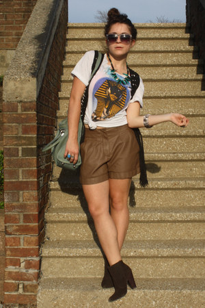 Lauren Conrad shorts - Quay eyewear sunglasses - vintage ZZ top t-shirt
