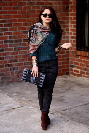 dark gray Gap jeans - dark green H&M shirt - periwinkle Brianne Faye bag