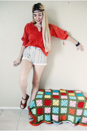 red blouse - eggshell 100 algodon Guess shorts - brick red wedges