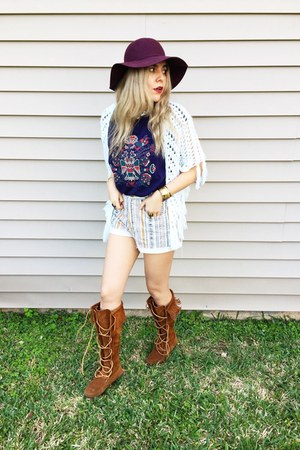 burnt orange boots - maroon Accessorize hat - eggshell Guess shorts
