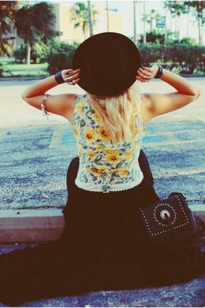 sky blue Granite vest - black hat - black thrifted vintage skirt