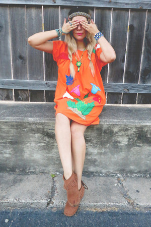 burnt orange Minnetonka shoes - carrot orange dress