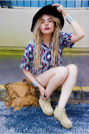 tan shoes - magenta hat - bronze purse - beige American Eagle shorts