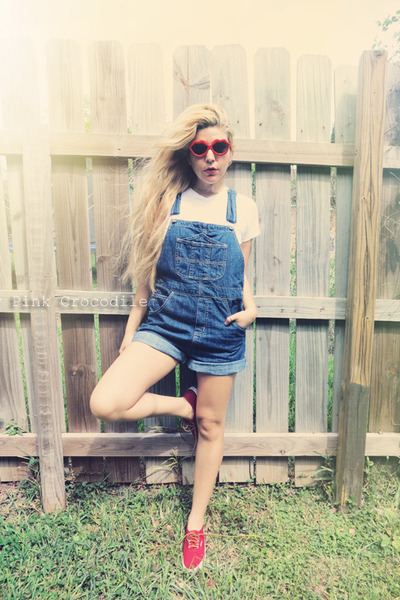 red Levis shoes - red sunglasses - white Hanes t-shirt - navy jumper