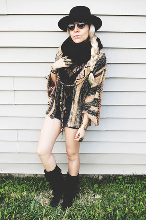 camel sweater - black Minnetonka boots - black hat - black scarf