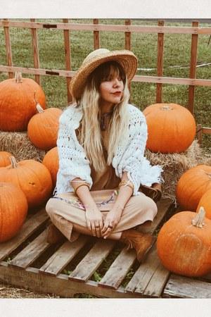 tan vintage dress - burnt orange Minnetonka boots - camel hat