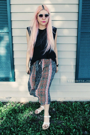 light pink 100  rayon thrifted vintage skirt - black Hanes t-shirt