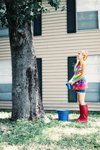 red boots - navy shorts - bubble gum t-shirt