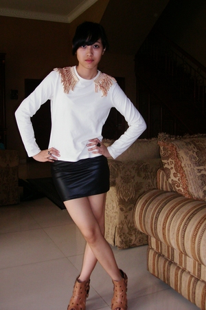 black skirt - white t-shirt - beige