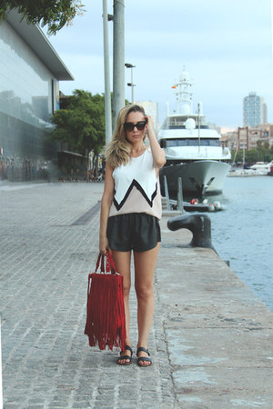 Mentirosas top - SuitBlanco bag - Oysho shorts - dior sunglasses