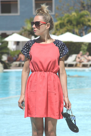 Gomanci dress - Adamarina bag - carrera sunglasses - Latinas sandals
