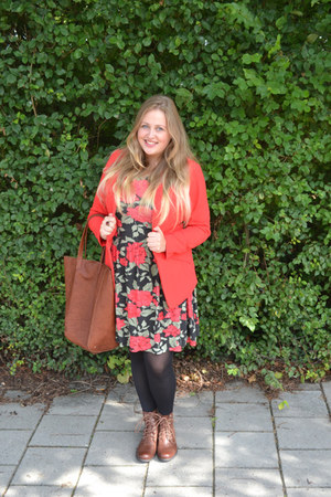 H&M boots - Dorothy Perkins dress - H&M blazer - pull&bear bag