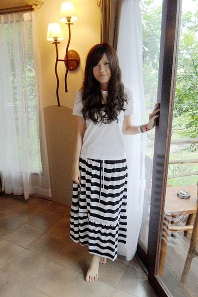 white Uniqlo t-shirt - black skirt