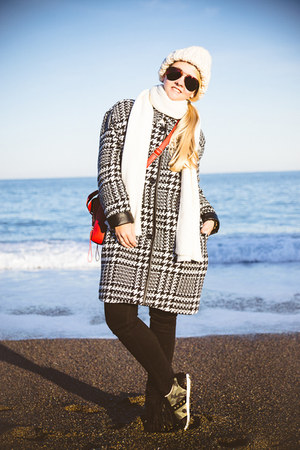 red similar OASAP bag - black Kate-Katy coat - ruby red zeroUV sunglasses