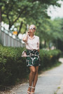 Bubble-gum-zerouv-sunglasses-green-yoins-skirt