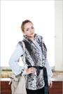 Black-levis-jeans-eggshell-miss-nabi-bag-silver-forever-21-vest