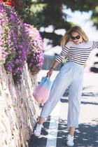 sky blue Gvozdishe Knitting bag - white Adidas sneakers