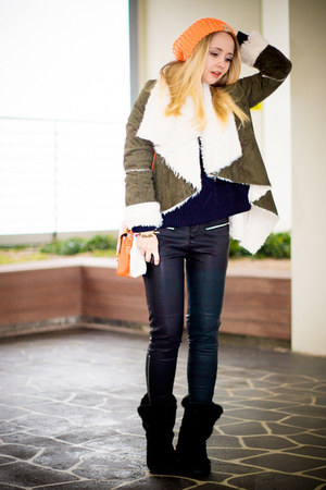 dark khaki Romwecom coat - black Miss Nabi boots - carrot orange Miss Nabi hat